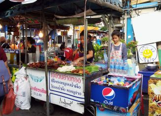 food cart on Soi 8