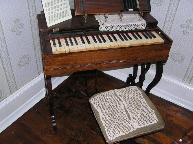 Melodeon organ