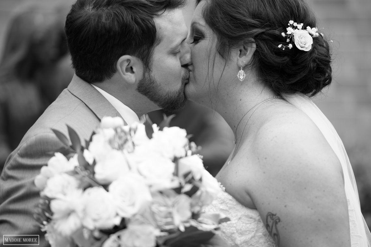 wedding kiss maddie moree