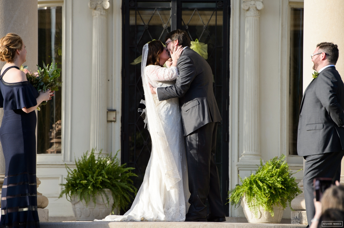ceremony kiss wedding