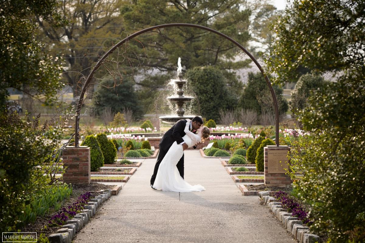 Memphis Wedding Photography: Paul & Hannah\'s Botanic Wedding