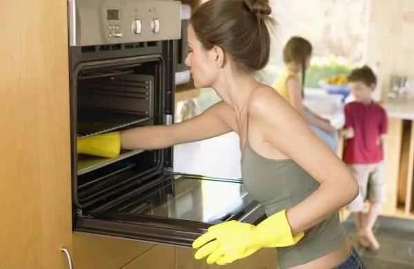 Узнай как почистить духовку правильно!