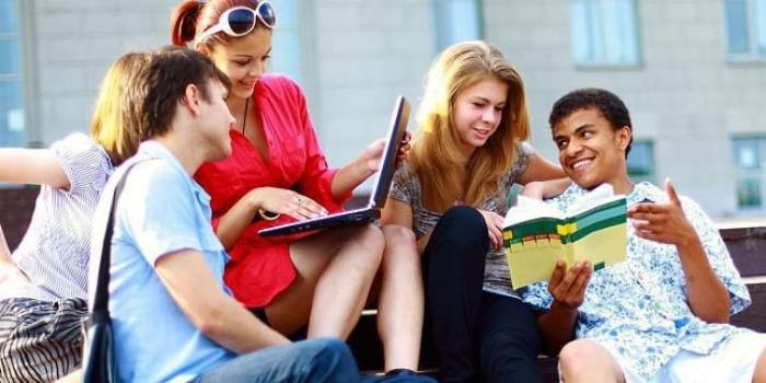 Contoh Pidato Singkat Tentang Kenakalan Remaja