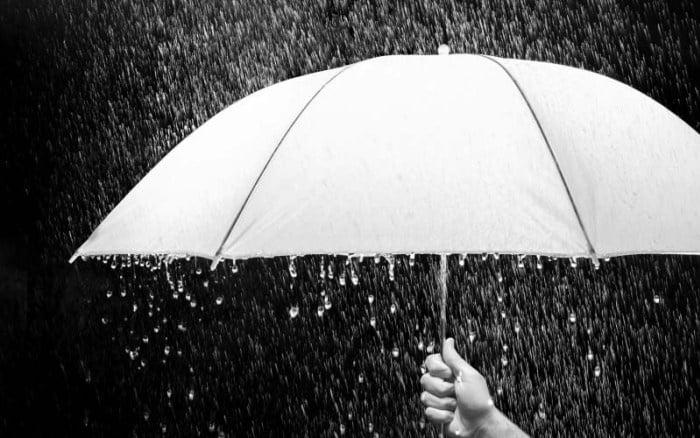 Aku terdiam dalam hujan