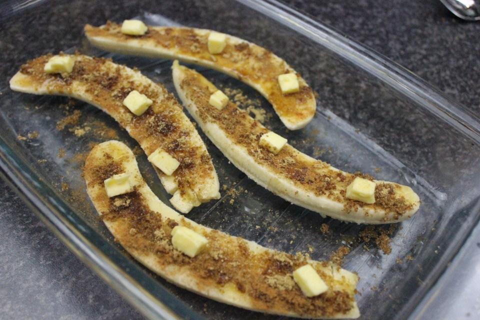 forberedelse av karamelisert banansplitt