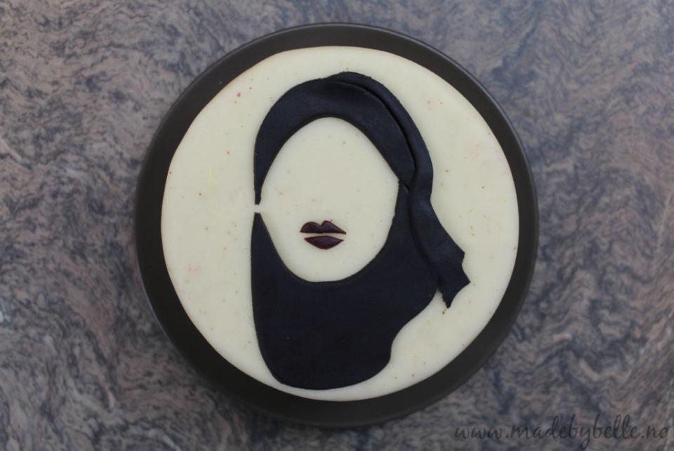 Sana fra SKAM på en kake