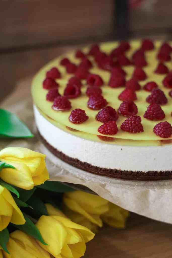 sitron ostekake med bringebær og brownie