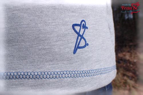 Raglan-Sweater-Amy-Logo