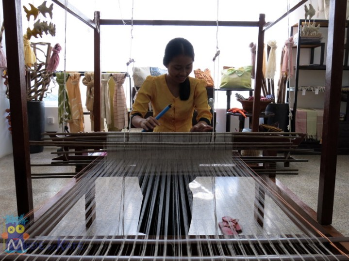 Weaving at Wat Phnom