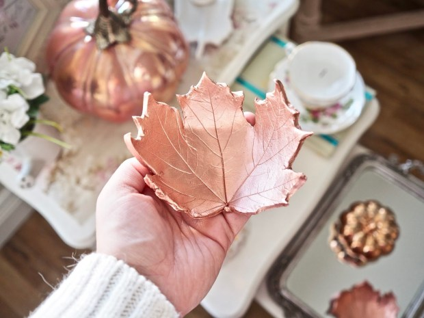 The best autumn crafts for kids. Gorgeous autumn leaf bowl made with air dried clay by Dainty Dress Diaries