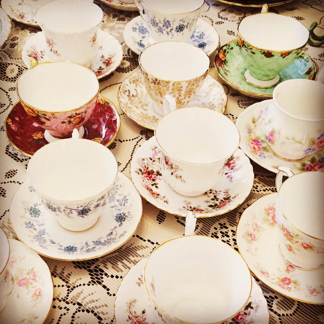 Party tableware to die for! Vintage tea cups and saucers for afternoon tea