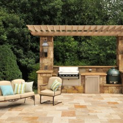 Pre Built Outdoor Kitchen Islands California Pizza Franchise Splashy Kamado Joe In Patio Traditional With ...