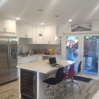 Los Angeles Kitchen with Built-in Bench Seat White Countertop