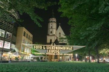 Foto & Lichtkombinat vor der Thomaskirche