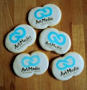 ciasteczka maślane z logo Artmedia