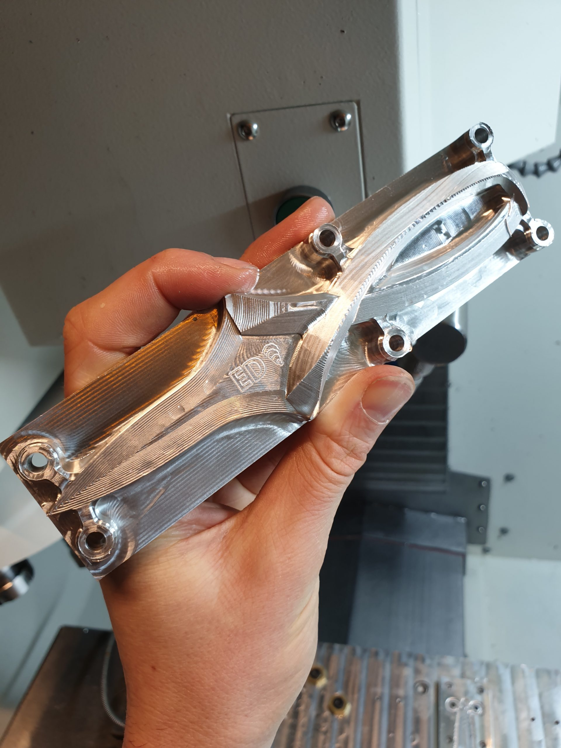 The Syil X7-20 CNC milling machine is used to make this Aluminium prototype of the ''Hugo'' Oyster opening tool.