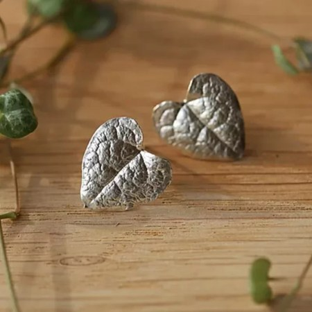 Su France - String of heart Studs