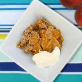 Easy and Delicious Slow Cooker Peach Crisp