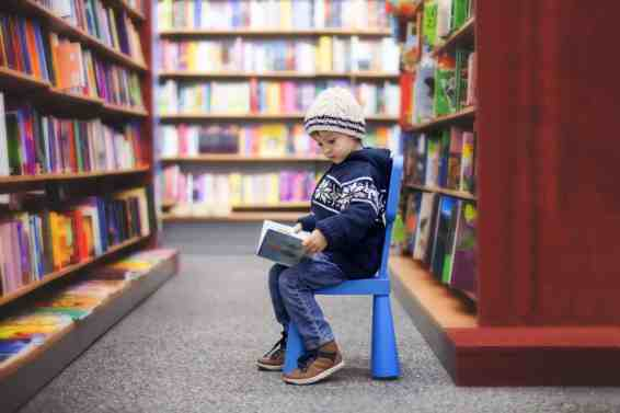 get kids reading at the library