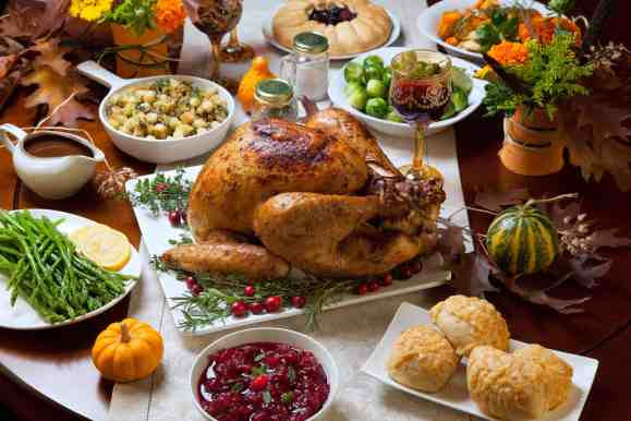 Use our hosting Thanksgiving checklist and healthy holiday eating tips to help eliminate stress. Grab the list at Made In A Pinch and follow us on Pinterest