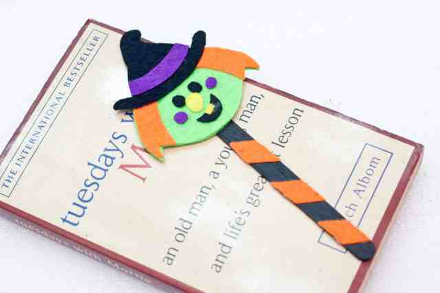 Witch Halloween bookmarks craft for kids tutorial, final product