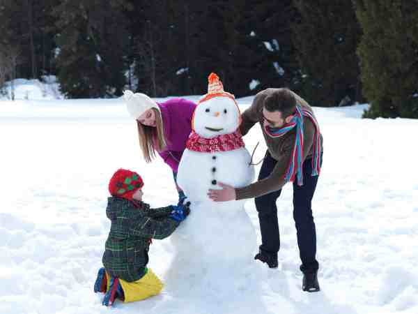 Have fun this making a snowman and more winter with this mega Winter Bucket list for families