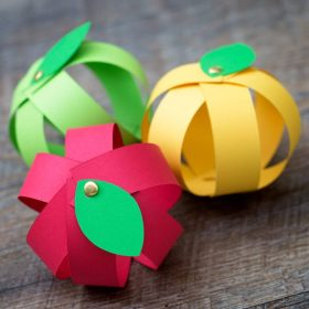 paper strip apple crafts in red, green and yellow