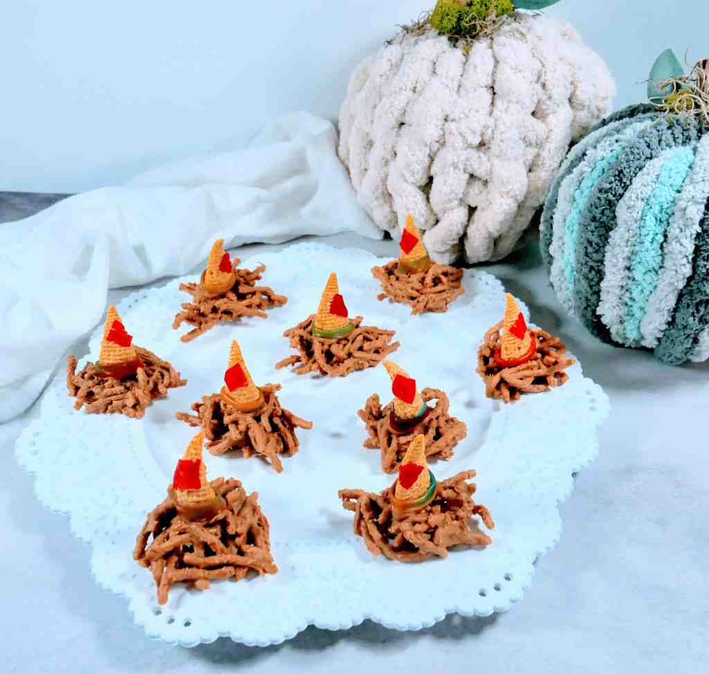 Scarecrow Hat Snacks make cute and easy fall snacks kids love