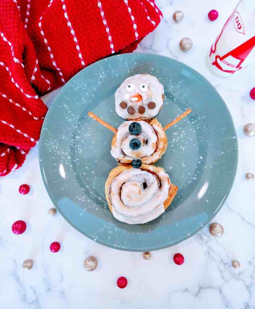 cinnamon roll snowman