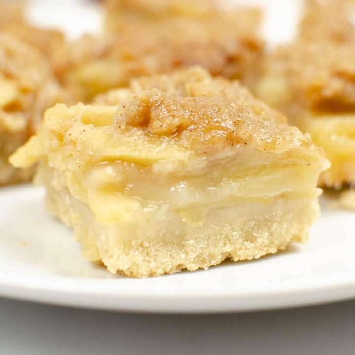 close up of apple crumble bar