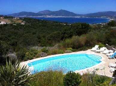 Piscine villa i cannelli baie Ajaccio