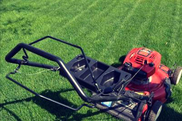 Yard Gecko Lawnmower Attachment Easily Attaches to Mower