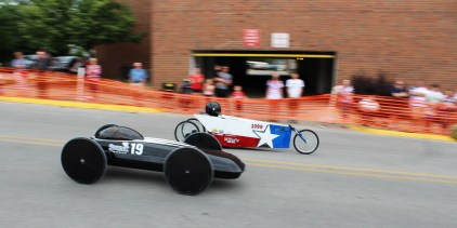 Muscatine Soapbox Derby 2016 cars driving