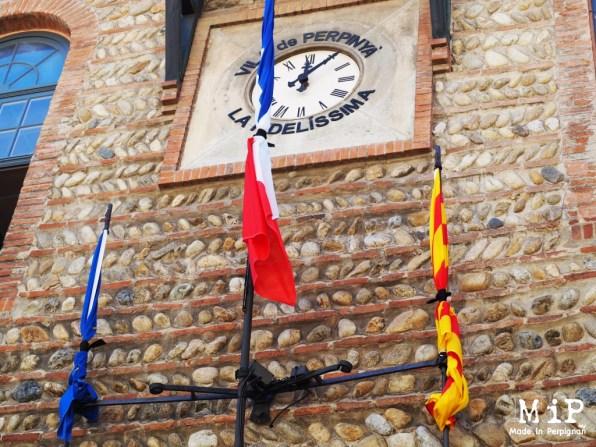 Drapeaux en berne, Mairie de Perpignan