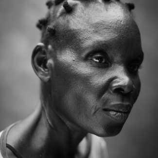 Robin Hammond - Noor pour witness Change et World Press Photo - Société 3ème prix - Hellen Alfred (41 ans) souffre de troubles mentaux. Elle vit au sud Soudan, où la prise en charge médicalisée des maladies mentales est très rare