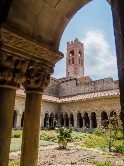 Vue du clocher depuis le cloître attenant à la Cathédrale