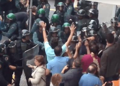 Capture écran de vidéos des violences policieres 1 - Octubre