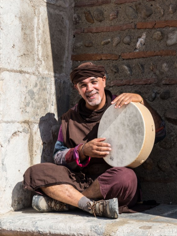 Un baladin joue tel un ménestrel