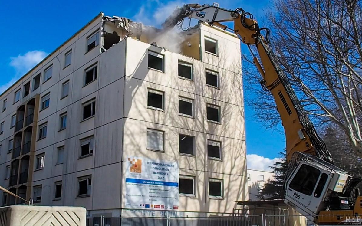 Perpignan Politique de la ville - Démolition de la tour N°4 de la cité Diaz Office Public des HLM