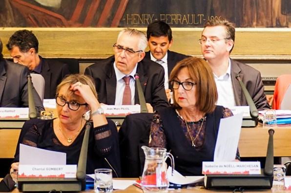 Jean-Marc Pujol - Michel Sitja - Romain Grau - Isabelle Noëll-de-Marchesan et Chantal Gombert - Image d'archive du Conseil Municipal de Perpignan