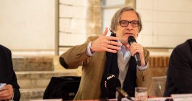 Visa pour l'Image – Des Gilets Jaunes interpellent Jean-François sur son choix de reportages