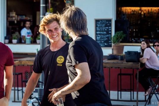Joseph Molcard accueilli et félicité par Pete Doherty de passage dans la région après son concert au Festival 20/20