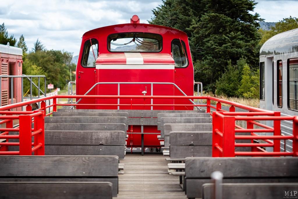 """Le train du Pays Cathare et du Fenouillèdes propose deux types d'expériences, grâce à ses caravelles et ses autorails. Le train rouge se découvre à la belle saison, quand le train """"ambiance"""" ne se dévoile qu'à un petit nombre de privilégiés."""
