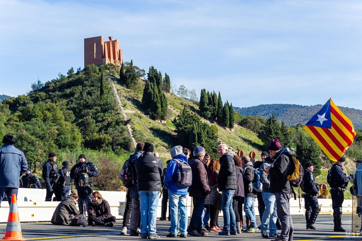 Manifestation indépendantistes catalans blocage autouroute A9 Perthus 11 novembre Tsunami Democrátic
