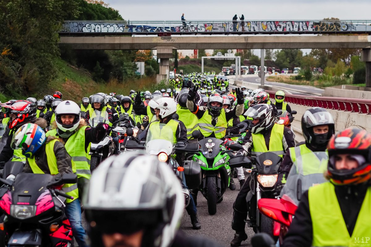 Porte d'Espagne.Acte I - 17 novembre 2018. Les motards Gilets Jaunes force de démonstration du mouvement.