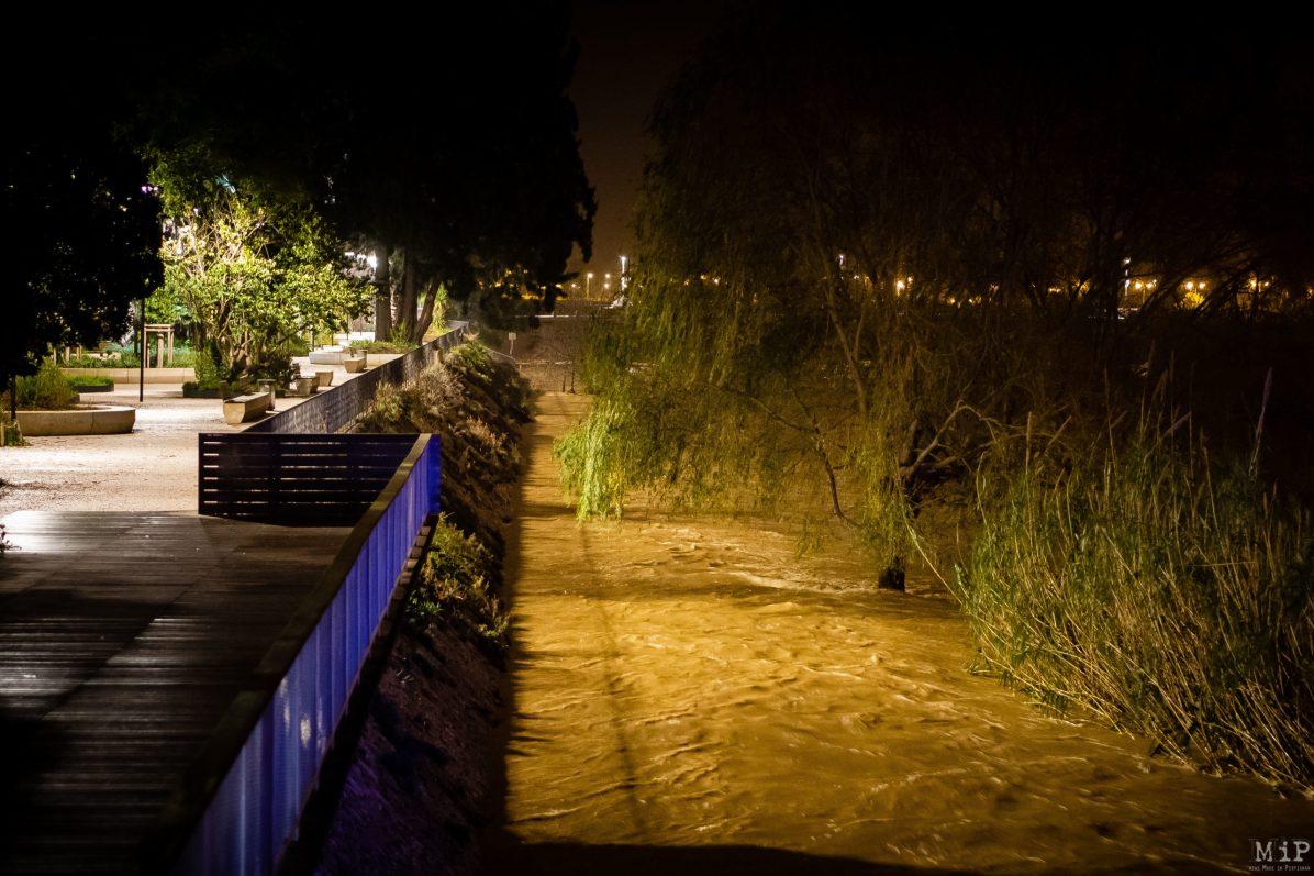 Intempéries inondations de nuit fleuve Têt Pyrénées-Orientales Perpignan épisode méditerranéen