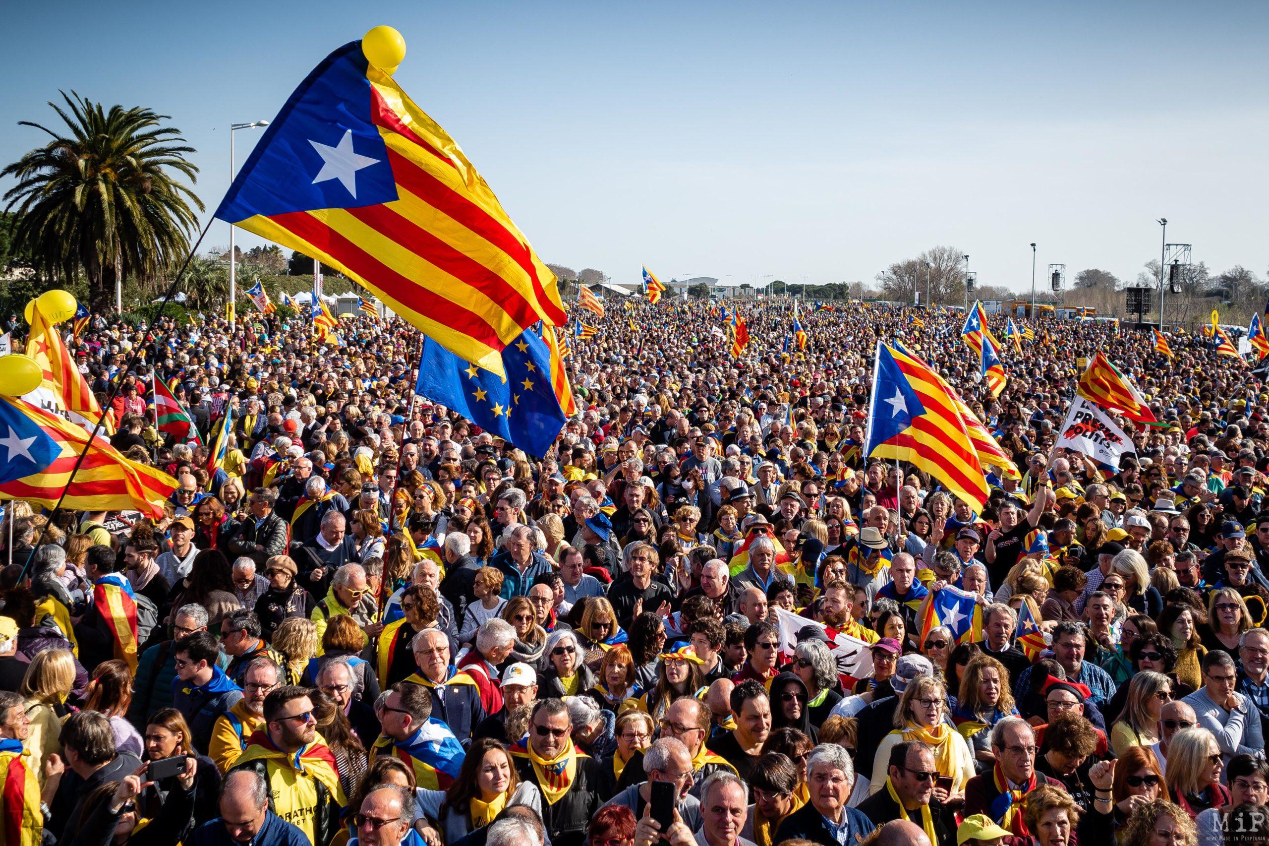 Carles Puigdemont meeting Perpignan Perpinya Catalogne Catalonia Catalunya Catalan independence independencia drapeau flag presos politics Consell per la Republica catalana manifestation llibertat © Arnaud Le Vu / MiP / APM