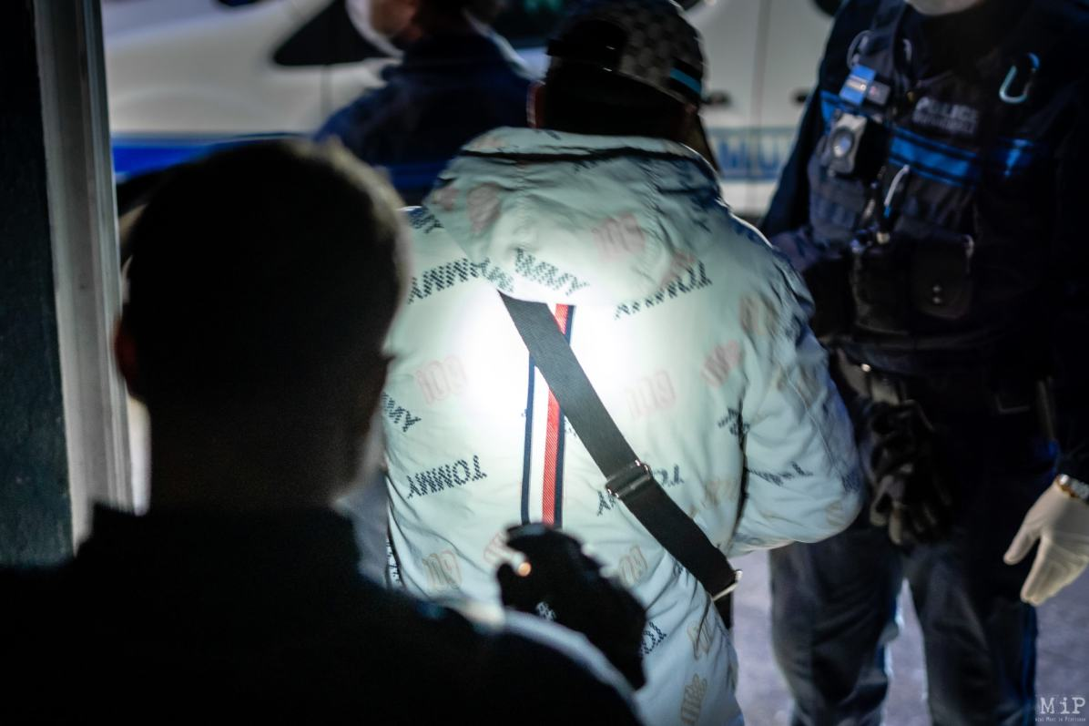 Perpignan 04/04/2020 Police municipale en période de couvre-feu contrôle un revendeur de stupéfiants dans la résidence Les Oiseaux.