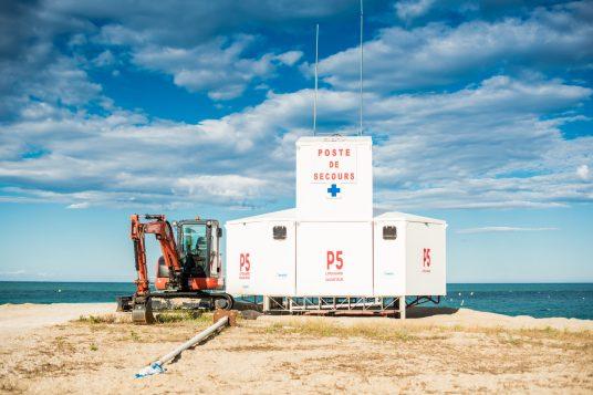 La construction d'un poste de secours a la mi-juin