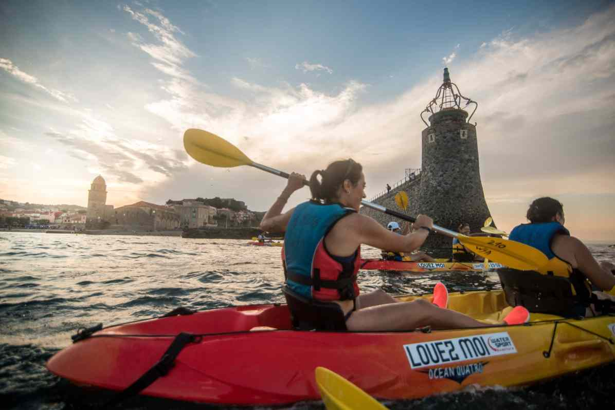 Sortie Kayak d Argeles-sur-Mer jusqu a Collioure durant le coucher de soleil. Photographie de Stephane Ferrer Yulianti.